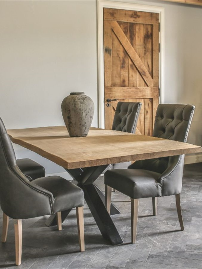 Tisch mit 3D-Fuß schwarz Hoch