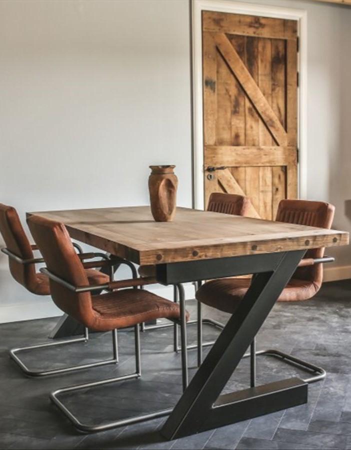 Tisch mit Z-Fuß2 Hoch