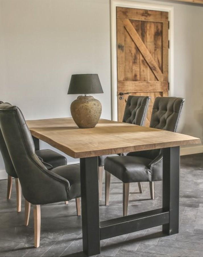 Tisch mit H-Fuß Baumstamm hoch