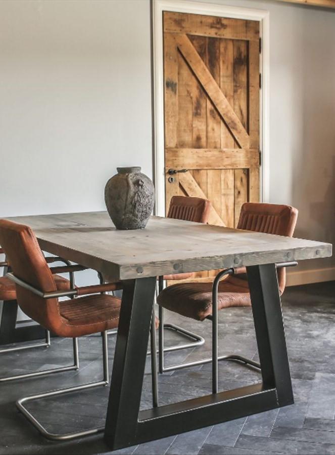 Tisch mit SU-Fuß Hoch